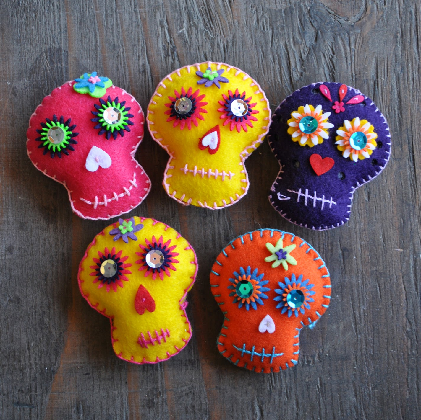 Different colored mini felt skull pillows